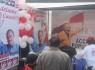 Stand de Acción Popular con Armando Villanueva a la cabeza.