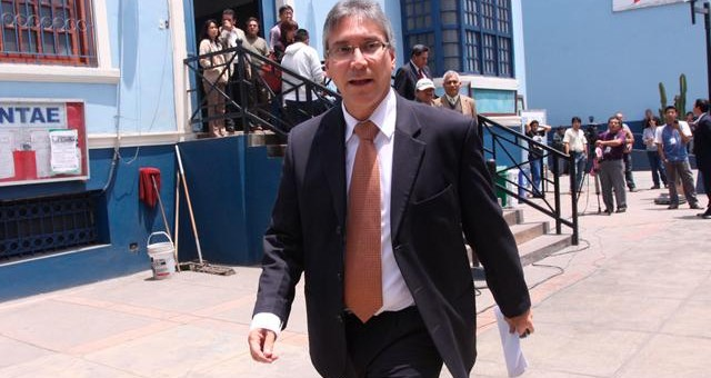 Ex Ministro Aprista Aurelio Pastor fue sentenciado a 4 años y medio de prisión