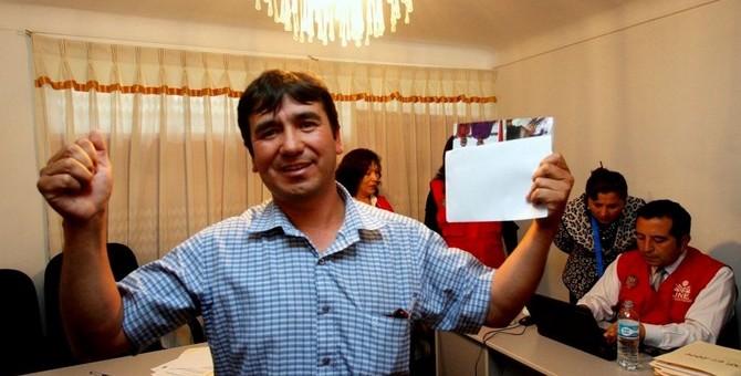 Sortean alcaldía distrital de Pillpinto y candidato Wilbert Medina sale elegido