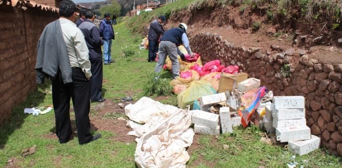 Recogen mil kilos de residuos sólidos hospitalarios arrojados en la vía pública