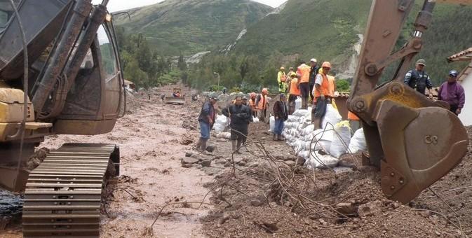 Habilitan tránsito vehicular en la vía Cusco-Quillabamba tras deslizamiento