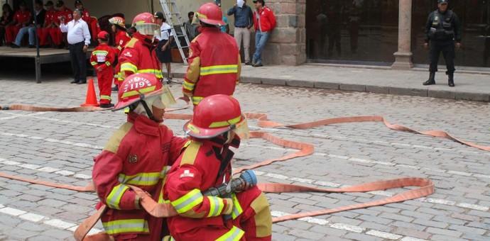 Mini bomberos de  San Jerónimo hicieron gala de sus destrezas