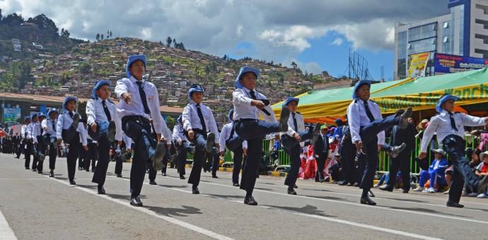 Más de 70 instituciones participaron en desfile por los 60 años de Wanchaq