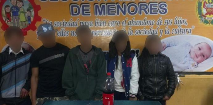 Cinco menores que ingerían alcohol fueron puestos bajo custodia policial
