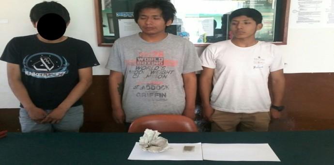 Policías mimetizados de heladeros intervienen a 3 jóvenes por posesión de droga