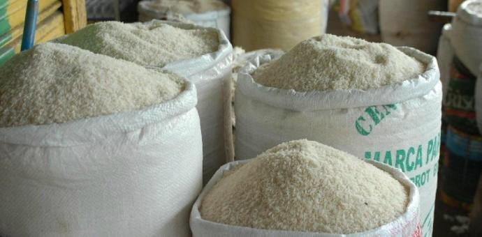 Sunat inmoviliza más de 18 toneladas de azúcar y arroz