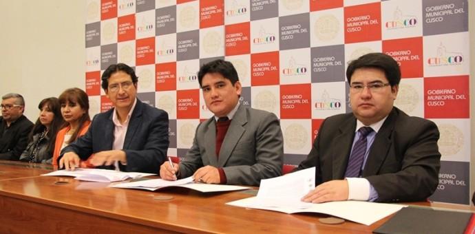 Caja Cusco firmó convenio para beneficiar a comerciantes de mercados