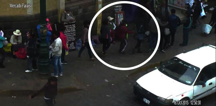 Intervienen a mujeres robando celulares y billeteras en calles del centro histórico