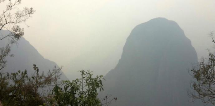 Humareda por incendio forestal generó alarma de turistas en Machu Picchu