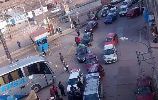 Taxistas cusqueños protestaron contra autoridades municipales del Cusco