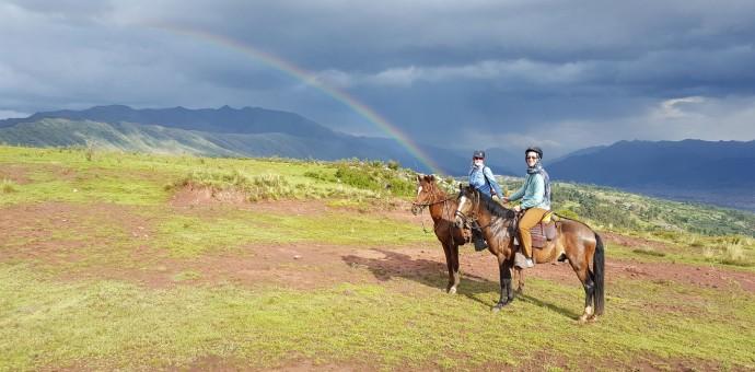 Recorriendo extraordinarios paisajes del Cusco con caballeriza Mundo Andino