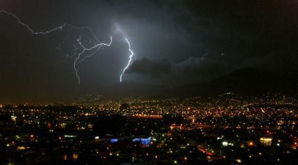 Por segundo día consecutivo Cusco soportó fuerte tormenta eléctrica