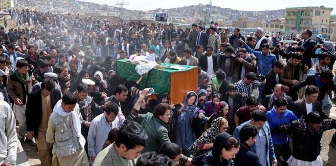 «El que no la golpee es infiel»: La historia de un linchamiento en Afganistán