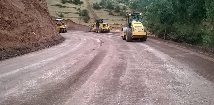 Comienza trabajos de asfaltado de carretera Ranracasa – Paruro