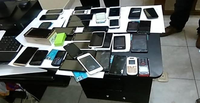 Intervienen a 19 ciudadanos cuando ofrecían y vendían celulares de dudosa procedencia