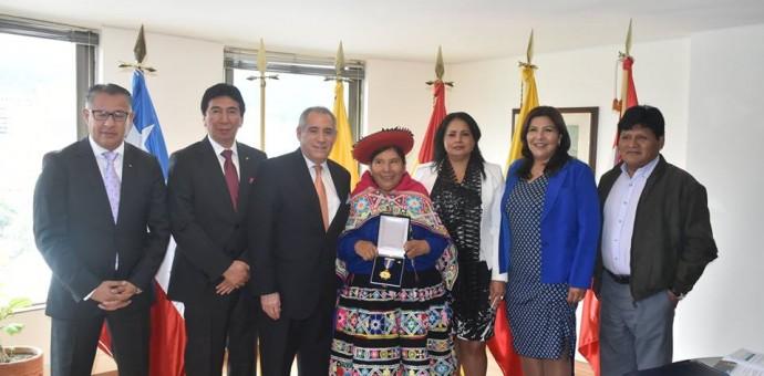 Condecoran a Hilaria Supa por su trabajo en defensa de la mujer y poblaciones indígenas