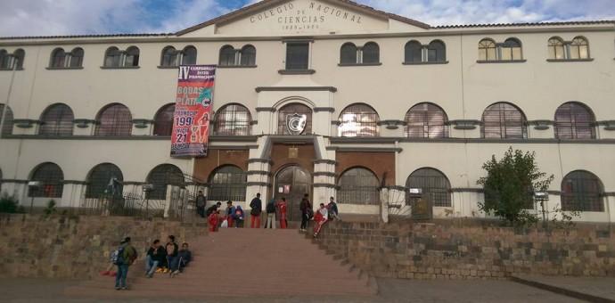 Ex alumnos ciencianos exigen eficiencia a la Ugel Cusco en la refacción del glorioso colegio