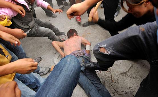 Más de 200 pobladores enardecidos de Andahuaylillas por poco linchan a dos menores