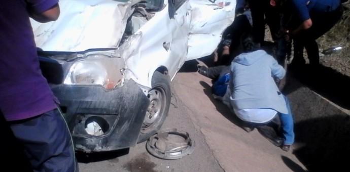 Cuatro personas resultaron heridas tras el despiste y vuelco de un auto en la vía Urcos-Cusco