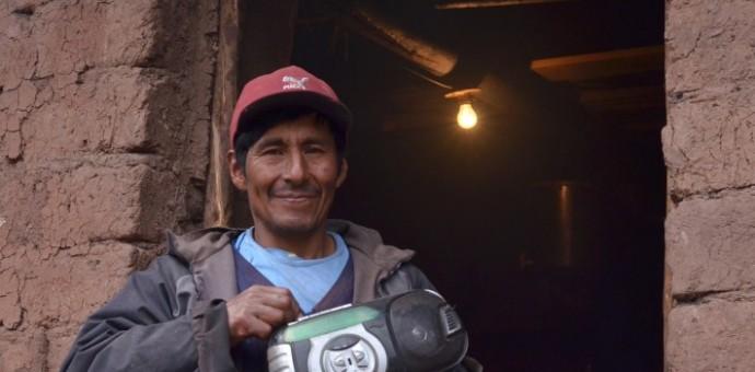 Energía y Minas anuncia reducción de tarifas de luz en zonas rurales de baja densidad