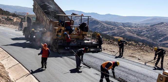 Reiniciaron trabajos de asfaltado de la vía Huancarani-Paucartambo