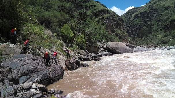 Menor de 13 años desaparece tras caer accidentalmente al río Patacancha en Ollantaytambo