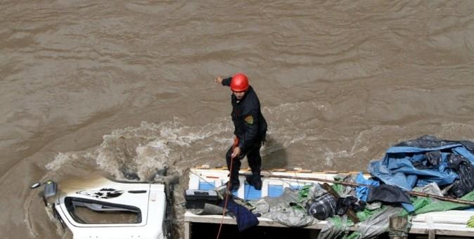Continúa la búsqueda de efectivo policial que cayó a un río en La Convención