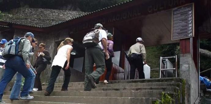 Congresista Wilbert Rosas aclara que cusqueños seguirán ingresando gratuitamente a Machupicchu los días Domingos