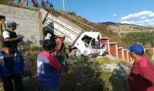 Varias personas resultan heridas tras despiste de camión contra un cementerio de Paruro