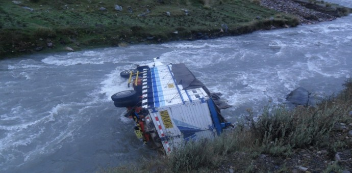 Madre y sus dos hijos fallecen en trágico accidente de tránsito en la vía Interoceánica