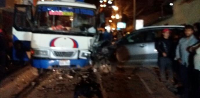 Cinco personas gravemente heridas en accidente de tránsito de bus con camioneta