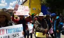 Pobladores de Llusco llegan en marcha de protesta y exigen un minihospital a Edwin Licona