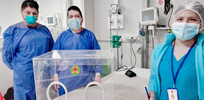 Mini cámaras acrílicas para la atención de pacientes con Covid 19 en el hospital Antonio Lorena