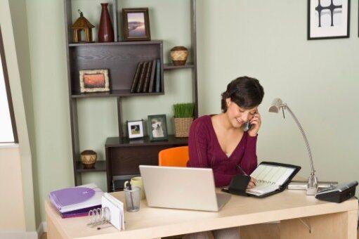 ¿Cómo sentarse correctamente mientras trabaja desde su casa?