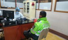 Policías donan sangre a menor de edad internada en oncología en el seguro social