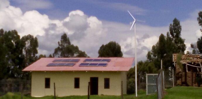 Construyen casa solar térmica para afrontar las heladas en la sierra peruana