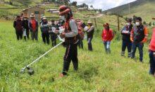 Las Bambas entrega motoguadañas a comunidades de su área de influencia directa