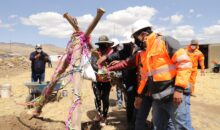 Colocan primera piedra del cerco perimétrico y áreas recreativas en cementerio de Chilloroya