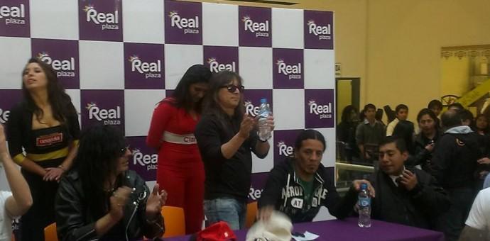 Rata Blanca firmó autógrafos en el Real Plaza Cusco