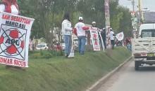 No respetan áreas verdes, esta mañana decenas de personas se subieron sobre el césped  para exhibir espartacos del candidato Admar Sicus del APU