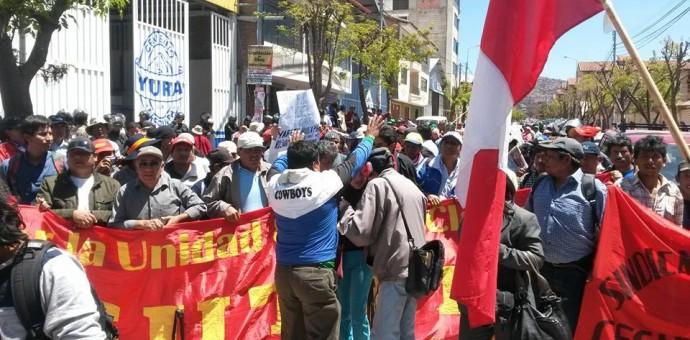 Imágenes en video de la protesta de convencianos en Cusco