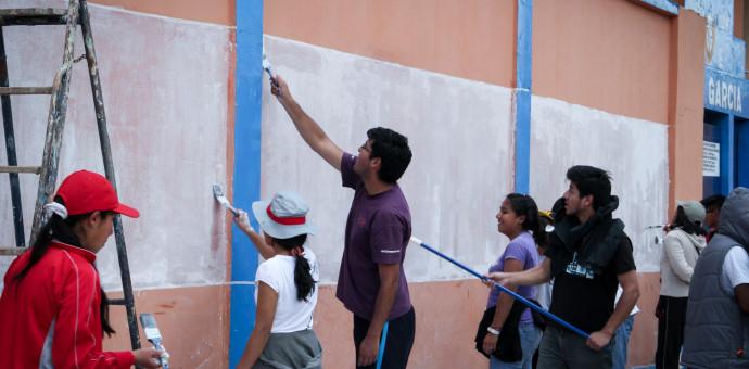 Estudiantes pintan mural pictórico por la valoración del Patrimonio Cultural