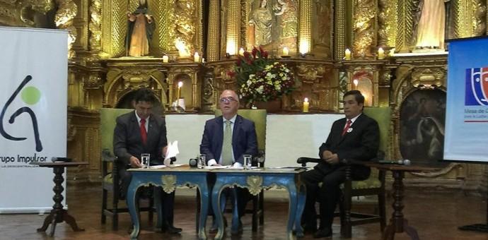 Candidatos al Gobierno Regional del Cusco Edwin Licona y Benicio Ríos debaten sus propuestas