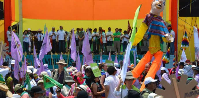 Miles participaron en marcha mundial en defensa de la tierra en Lima