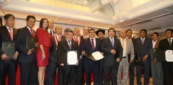 Presidentes regionales electos del país recibieron sus credenciales del JNE