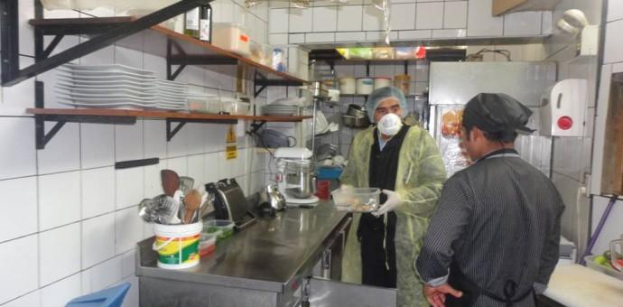 Incautan alimentos en descomposición y sin registro en restaurantes turísticos