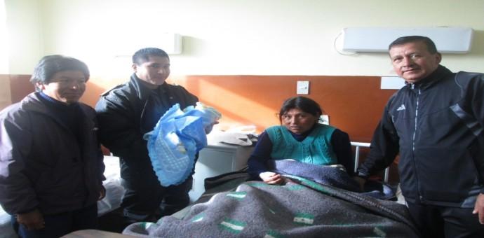 Mujer anteña da a luz en vehículo de la Policía Nacional mientras era auxiliada
