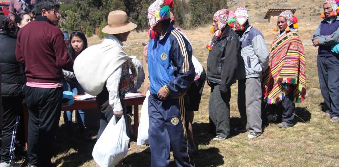 Derecho de la Universidad Andina llevó ayuda a pobladores de Ccatcca
