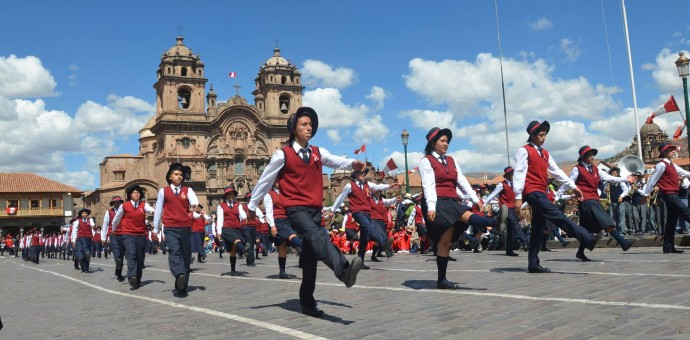 Tradicional desfile escolar de fiestas patrias se realizará en la Plaza de Armas