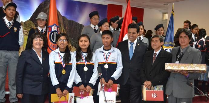Reconocen a estudiantes que destacaron en olimpiadas de Corea del Sur